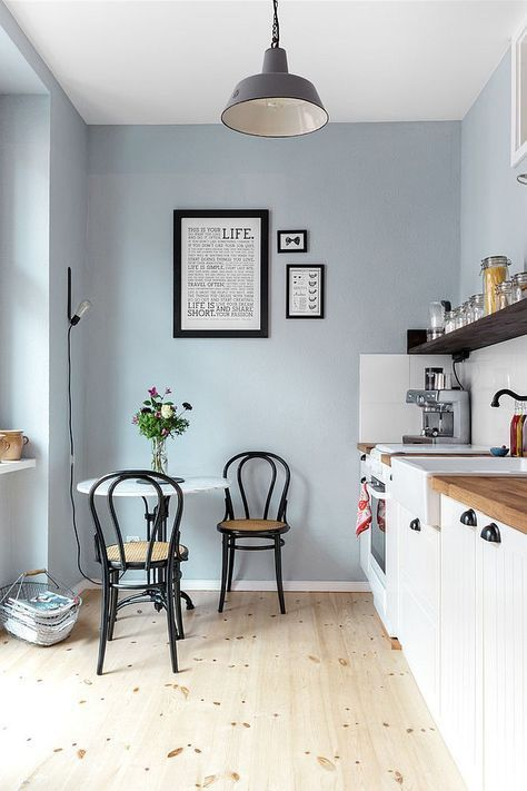 Small breakfast nook in the corner of the kitchen [Design: Kathy Kunz Interiors] - Decoist