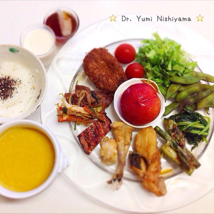 """Dr. Yumi Nishiyama's """"The Original Diet Plate"""" for beauty & health from japanese doctor‼️   2015.10.2「ドクターにしやま由美式ダイエットプレート」:女性医師が栄養バランスを考えた、美味しいプレートのご紹介。    大きめのプレートに、血糖値を急激に上げないように考えた食材を並べ、12時の位置から順番に食べるとても分かり易い方法です。   血糖値を上げないこの食べ方は、身体に優しく栄養補給ができるので健康を維持できます。オリジナルの⭐️西山酵素⭐️も最後に飲みます。   ⭐️美女のスイッチ⭐️⭐️時計周りに食べなさい⭐️の西山由美医師の本もAmazonで購入可。  http://www.momohime-medical.com  #ダイエットプレート #diet #healthy #にしやま由美 #痩せる食事 #doctor #nagoya #nutrition #子供の脳育を考えた食事 #血糖値が急上昇しない健康的食事方法"""