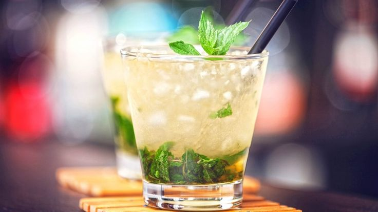 Mojito analcolico, cocktail analcolico alla menta e lime, ricette mocktail