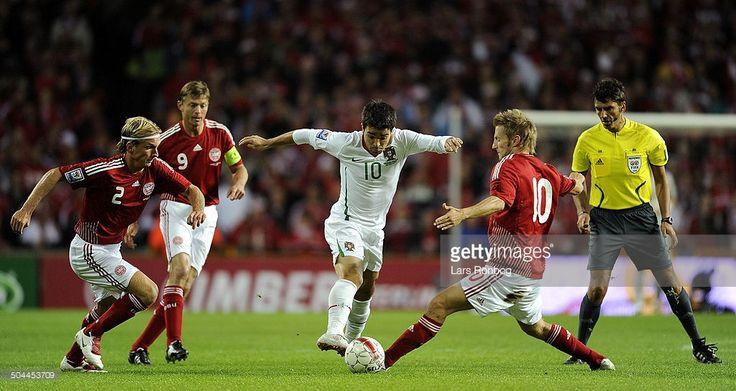 World Cup Quall - Deco, Portugal - Christian Poulsen, Jon Dahl Tomasson (anfører), Martin Jørgensen, Danmark / Denmark. © Lars Rønbøg / Frontzonesport