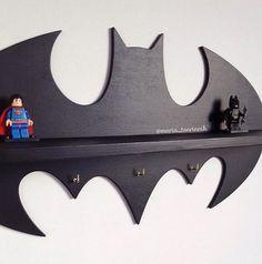 """prateleira de madeira """"Batman"""" (17,7 em x 9,5 in) + 3 ganchos"""