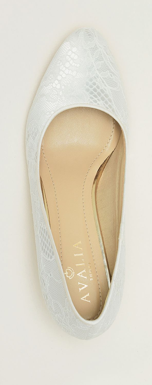 Shoes LARA from AVALIA. Lined with super soft foam and beautifully designed. AVALIA Shoes is a trademark of Bianco Evento. #biancoevento #avaliashoes #bridalshoes #bridalshoescollection #collection2017 #collection2018 #bridalaccessories #weddingideas #bridetobe