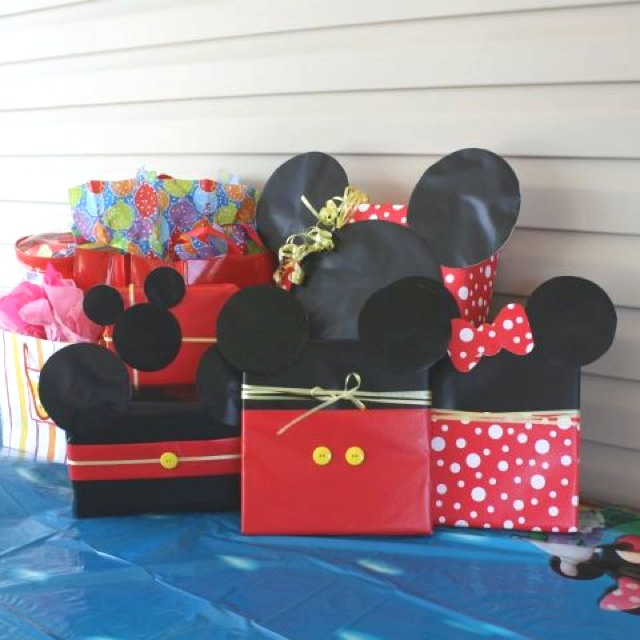 Mickey Minnie Themed Gift Wrapping