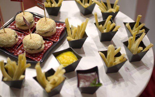 Que tal servir o mini-hamburger com porções individuais de fritas? Até os adultos vão gostar. Foto: Divulgação/Funny Art