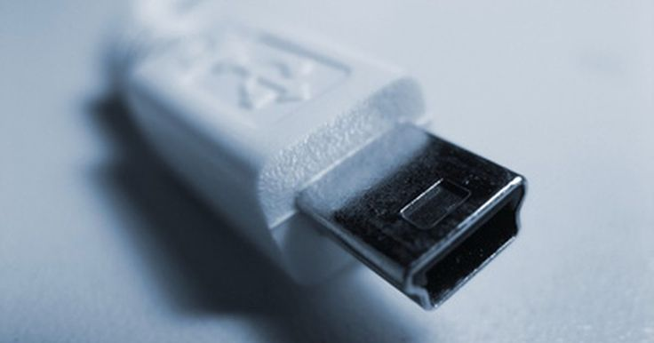 Potencia de salida estándar USB . Además de ser un puerto de alta velocidad de transferencia de datos, un bus de serie universal o USB, puede proporcionar una pequeña cantidad de energía. Es por eso que no tienes que conectar teclados y mouse con cables.