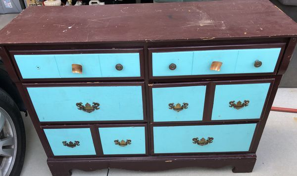Overwhelmed By All Of The Choices Of Paint To Use On Furniture There Are Some Major Differences Betwee Painted Furniture Redo Furniture Refinishing Furniture