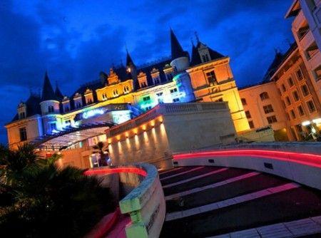 Casino D'Arcachon : Disposant d'une salle de réception, ce casino possède tous les équipements nécessaires à des réunions professionnelles ou privées. http://www.aleou.fr/salle-seminaire/3673-casino-darcachon.html