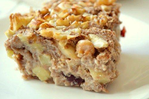 Simpele havermouttaart met appel, banaan en gedroogd fruit, bijv. rozijnen, cranberries, goji bessen, stukjes abrikoos