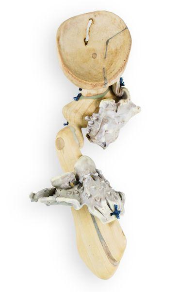 Anne-Marie Rébillard  Broche, Trace #13, 2014  Bois flotté, plastique, époxy, pigments, corde  4.5 x 11 x 4 cm