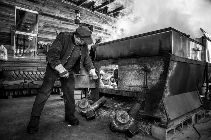 cabaneàsucre, cabane à sucre, montreal, quebec, maplesirup, maple sirup fabrication, magali cancel, photography, black and white, blackandwhite, fire, boiling, smokes
