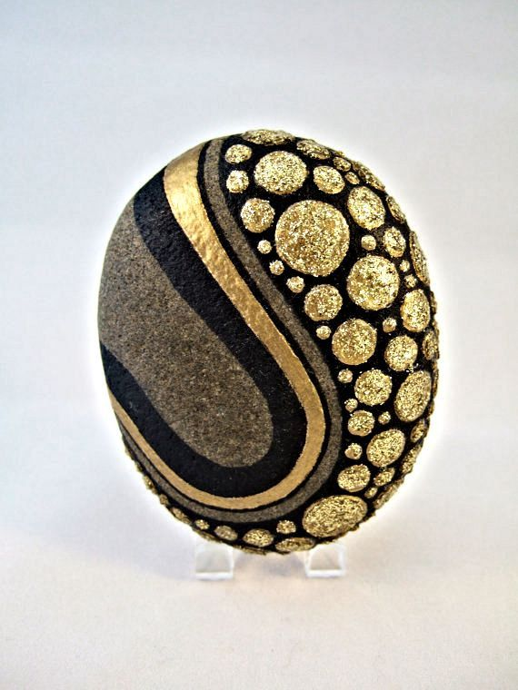 Unique 3D Art Object OOAK Painted Rock Black Gold par IshiGallery                                                                                                                                                                                 Plus