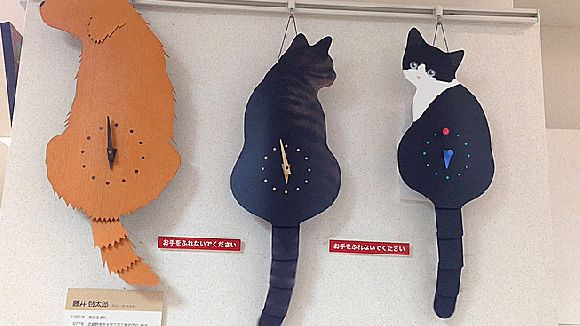 Japanese Cat Clocks with Swishing Tails Adorable Than Ever