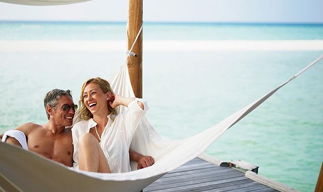 Especialistas en viajes a la medida, especialisTarannà: Organiza un espectacular viaje vuelta al mundo en tu Luna de Miel: Travel, Honeymoon Couple, Happy Couple, Espectacular Viaje, Beach, Couple Enjoying, In The