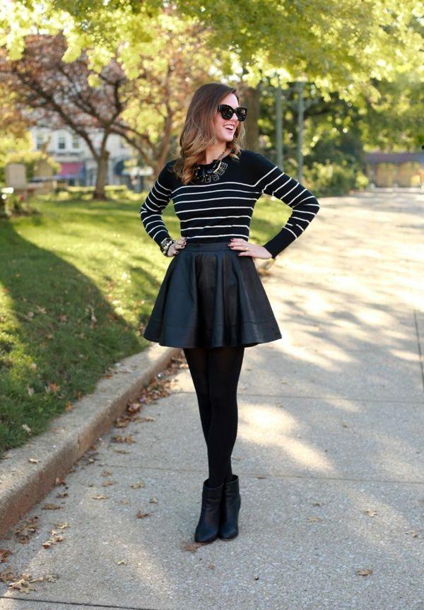 jupe corolle noire et une blouse noire à rayures blanches