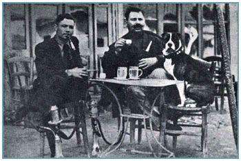 Nikos Mathesis and Marinos the Moustached enjoy turkish coffee and a nargile in Peraeus. ο Νίκος Mάθεσης κι ο Μαρίνος ο Μουστάκιας, απολαμβάνουν τον τούρκικο καφέ και το ναργιλέ τους στον Πειραιά.
