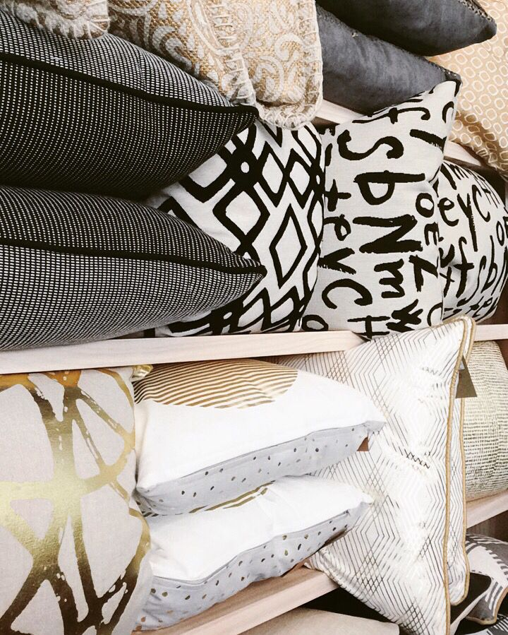 #cushions #texture #statement #blackandwhite #gold #homedecor #quinceyjac