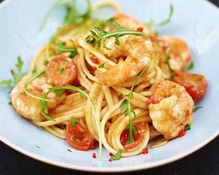 Jamie Oliver's King prawn linguine Recipe - AllClad