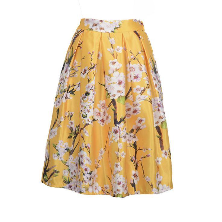 Fusta cu model floral, disponibila pe galben, verde si alb. Ideala pentru sezonul estival!