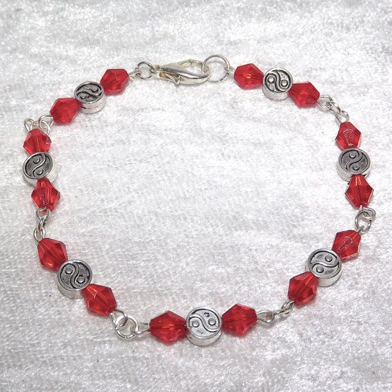 Beaded Bracelet  Yin Yang Sparkly Red  FREE UK P&P by KasumiCrafts