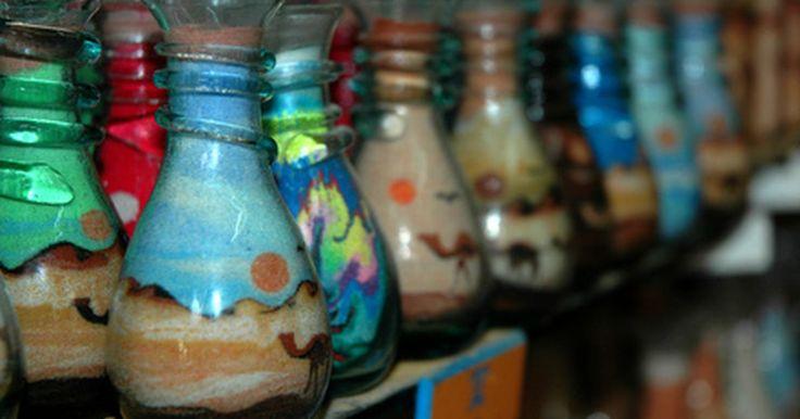 Como tingir areia para artesanato. Crianças e adultos podem criar arte em potes com areia tingida e colocá-las em uma mesa ou manto para decoração. Com a ajuda de materiais de moldagem misturado com a areia, como farinha, você pode até mesmo fazer pinturas artísticas e colocá-las em uma moldura ou esculpir um castelo. O tingimento é simples, mas o processo pode levar até 24 horas ...