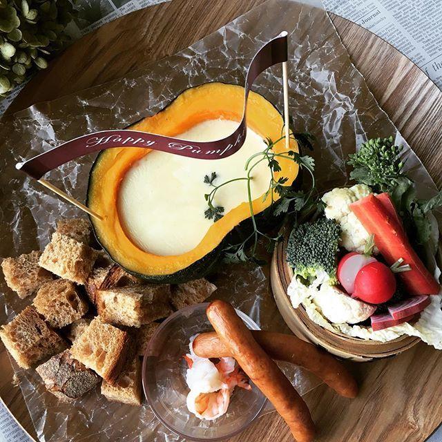 \かぼちゃparty‼︎/ 今日は祝日。 もう明日は週末であっというまの一週間ですね。  みなさんでシェアして食べられる かぼちゃのチーズフォンデュ 今日もたくさんご用意してます。 あつあつのValentineをぶりこで…♡ #ぶりこ#brico#ブリコ#大須#栄#矢場町#名古屋カフェ#カフェタイム#かぼちゃ#チーズフォンデュ#野菜#蒸し料理#蒸し野菜#畑#自社農園#珈琲ぶりこ#姉妹店#2号店#ライ麦パン#大須ベーカリ#ルパン#スウィーツ#ドリンク#バレンタイン#bricotable#スチカフェぶりこ#ランチ#ディナー