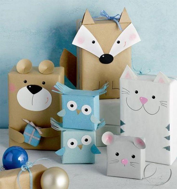 Erfreuliche Geschenke für Kinder in schönen Verpackungen eingewickelt