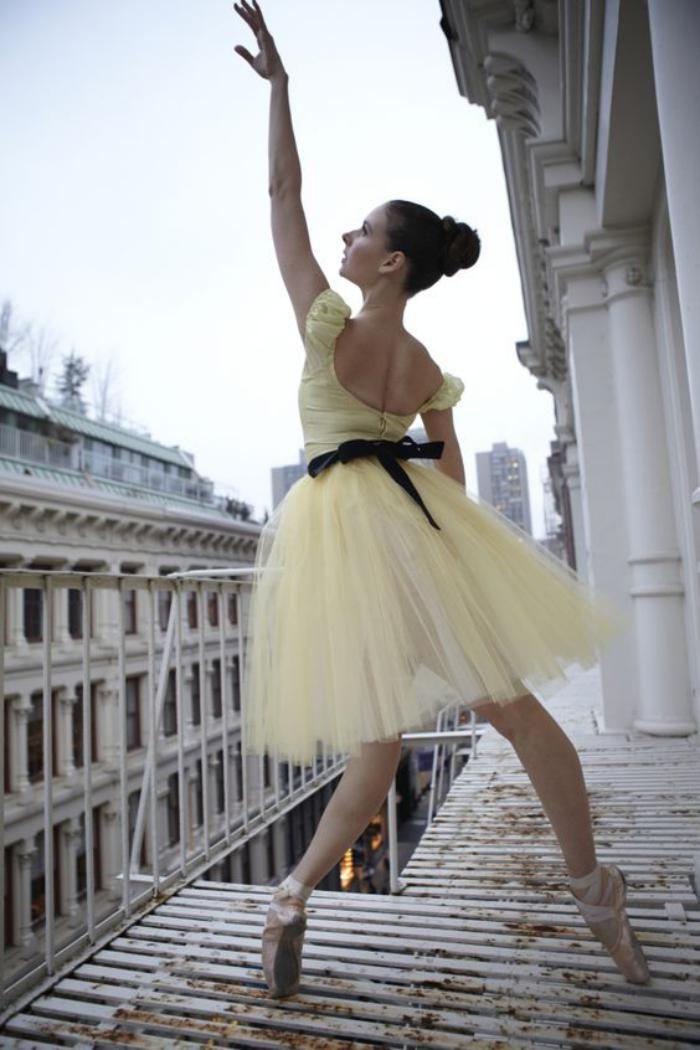 pointes de danse classique, une danseuse avec ses pointes