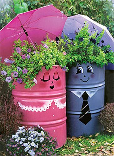 Metal barrels painted like He and She. I want this couple for my garden, they're so adorable.