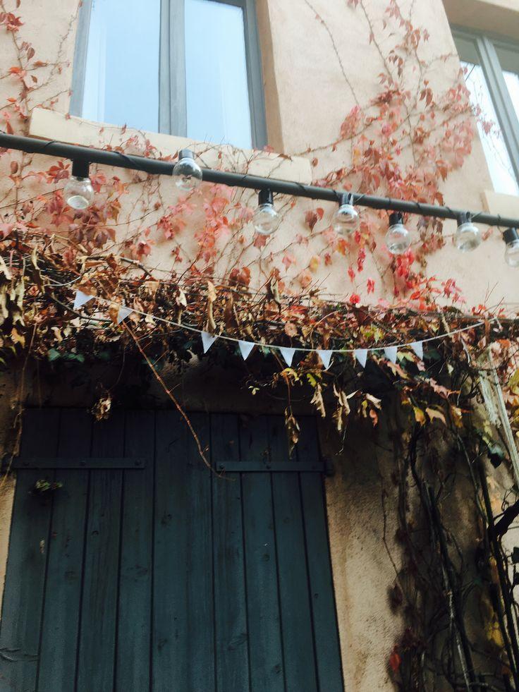 C'est l'automne !  #lierre #automn #lyon #terrasse #jardin #guirlande #lampions #lin #guirlandes