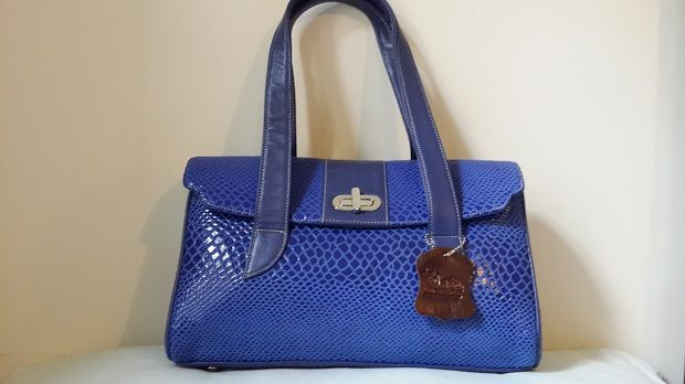 BLUE WITH A TURN BUCKLE LOCK  Pure leather bag in Blue with a turn buckle lock. A style with simplicity and elegance  http://www.galzbestfriend.com/product_info.php?products_id=52