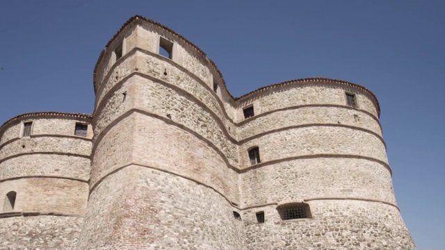 Progettazione e realizzazione della Sala Multimediale per l'Arca dell'Arte, Premio Rotondi  presso la Rocca Ubaldinesca situata a Sassocorvaro (PU)