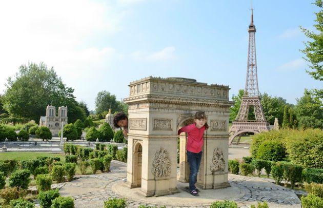 France-Miniature-Enfants-à-l'arc-de-triomphe-|-630x405-|-©-JL-Bellurget.jpg (630×405)