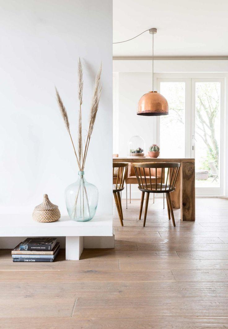 Salle a manger ecolo chic, suspension cuivrée | ecolo-chic dining room, copper pendant light