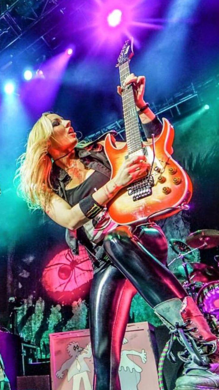 Nita Strauss - Iron Maidens, Alice Cooper