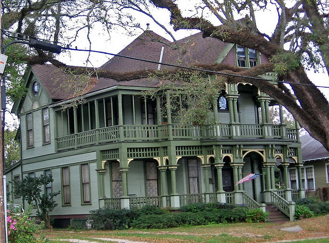 Victorian house on Dauphin St., Mobile, Al