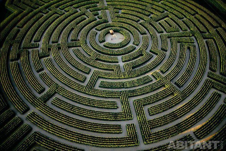 Современный сад-лабиринт в Рейньяк-сюр-Индр
