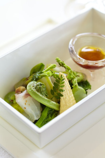 【ELLE a table】鯛の昆布〆サラダ仕立てレシピ|エル・オンライン