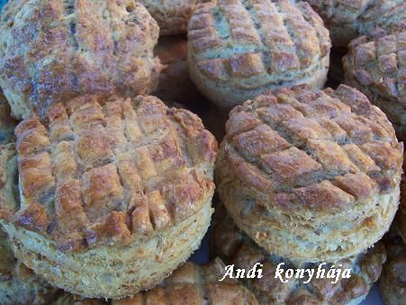 Leveles tepertős pogácsa - Andi konyhája - Sütemény és ételreceptek képekkel