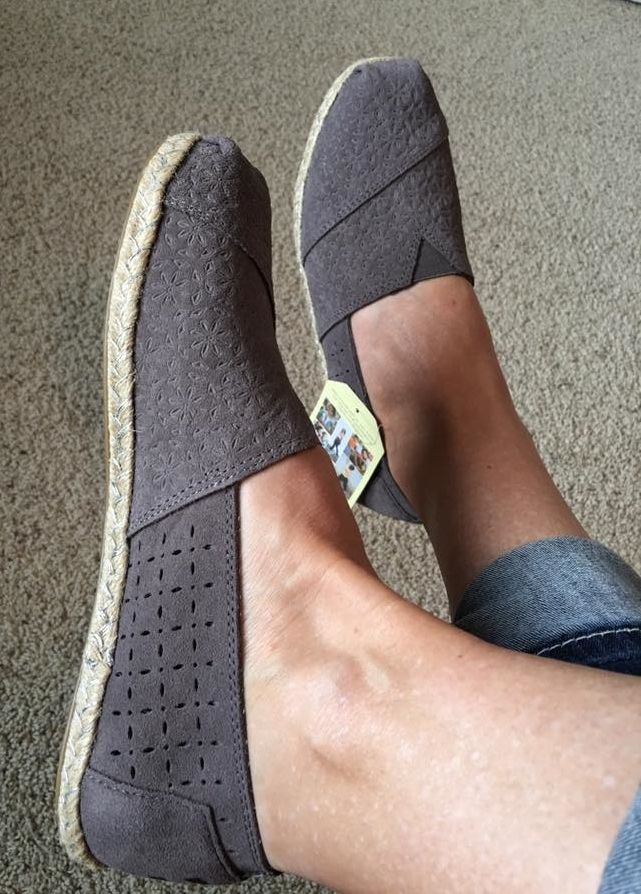 TOMS Classic Floral Embossed Flats I have some like these in tan, gray, navy and black. Do they come in other colors?