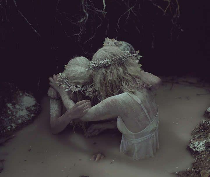 Ghostly Mourning Captures : Graveyard Girls
