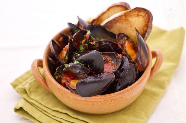 Le cozze alla tarantina sono un piatto tipico della cucina pugliese a base di cozze e insaporite da salsa di pomodoro.