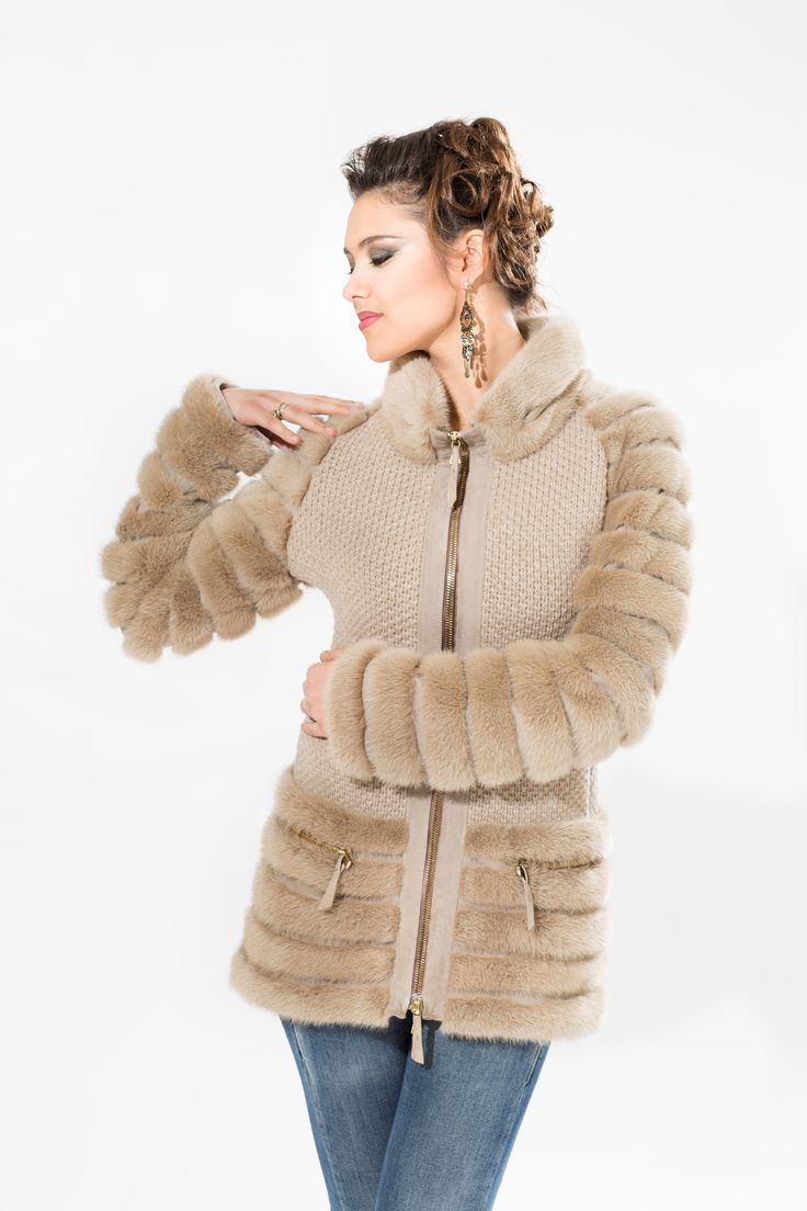 model STELLA in cashmere with dove-grey mink