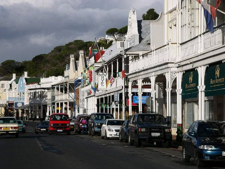 Simon's Town >>> http://www.trekearth.com/gallery/Africa/South_Africa/West/Western_Cape/Simons_Town/photo465544.htm