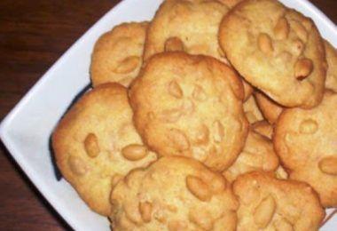 Surinaamse Pindabanket beter bekend als pindakoekje zijn heerlijke koekjes die je vaak tegen komt op Surinaamse feestjes en partijen.