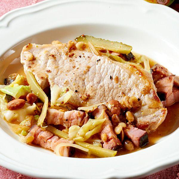 【レシピ有】【調理時間30分】豆たっぷりのスープを豚肉に絡めて、ベーコンのうまみも楽しめる豚肉料理です♪ガーキンスの酸味が味の決め手! - 44件のもぐもぐ - 豚肉ソテーキャベツと豆ソース by Reciple