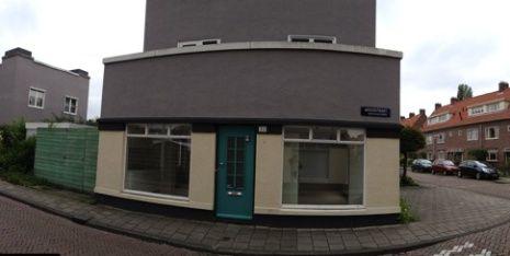 Lijn 9, halte 18 - Betondorp, Akkerstraat 32. Het geboortehuis van Johan Cruijff.