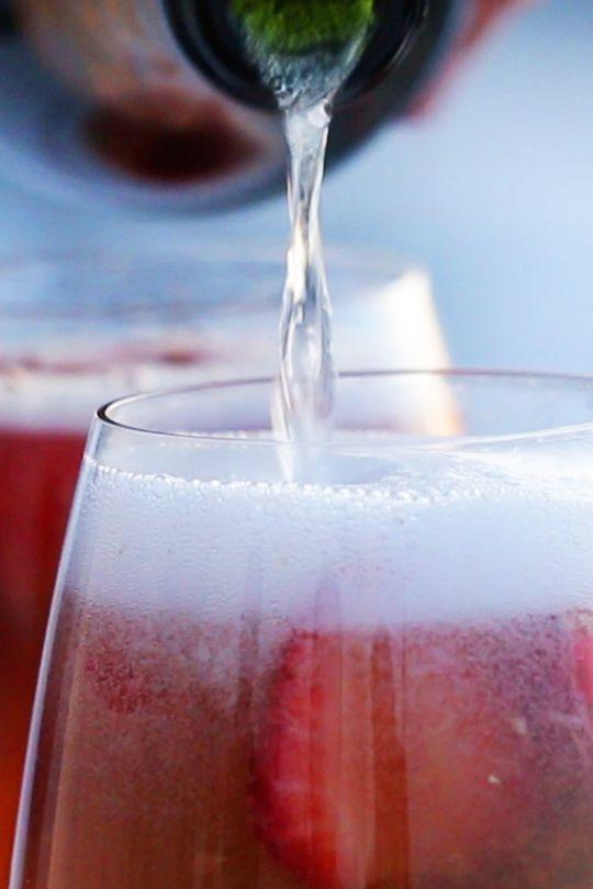 Cocktail pétillant au kiwi et à la fraise