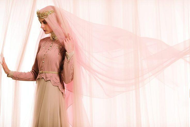 HER MODESTY ; Inspirasi Gaya Gaun Pengantin dengan Hijab