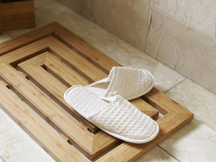 Wooden duckboards for showers
