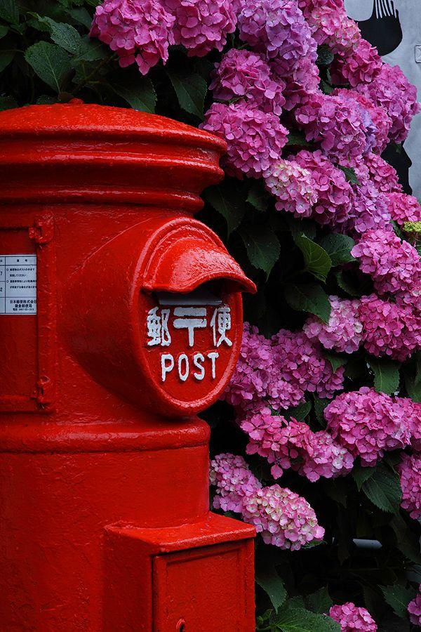 Japanese mailbox 丸型のポスト、趣ありますが街角で見なくなりました。 http://kimonolady.co.jp/